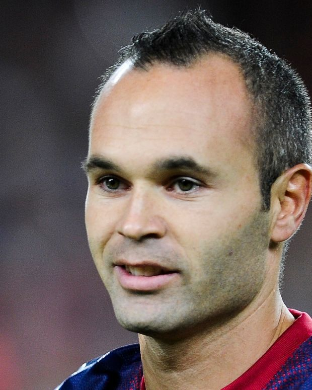 xavi hernandez soccer player biography andres iniesta