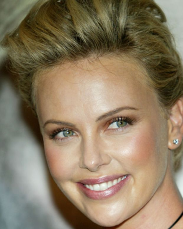 Charlize-Theron-9542564-2-402