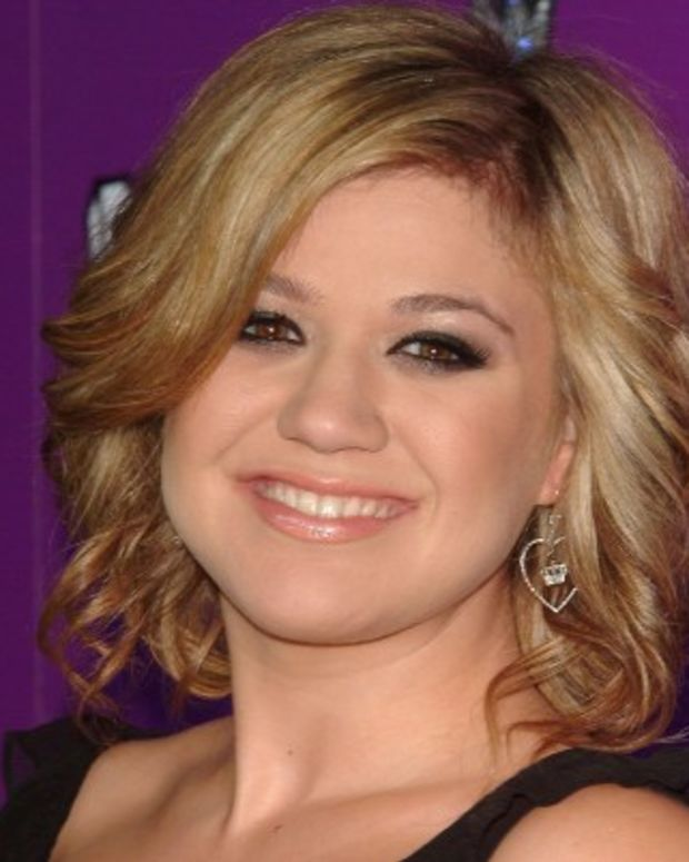 Kelly-Clarkson-9542602-1-402