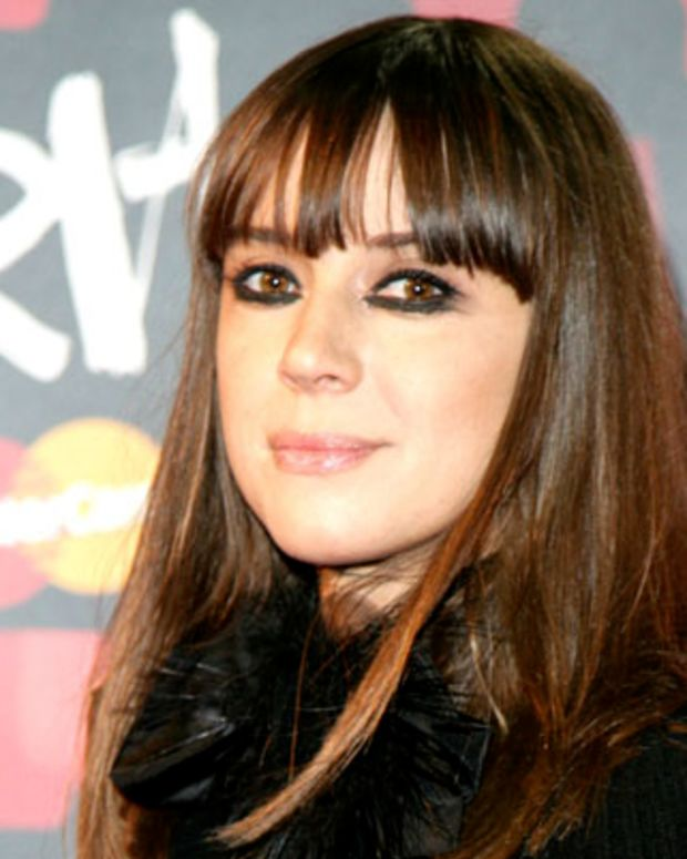 UNITED KINGDOM - FEBRUARY 14:  BRIT AWARDS, EARLS COURT  Photo of CAT POWER  (Photo by JMEnternational/Redferns)