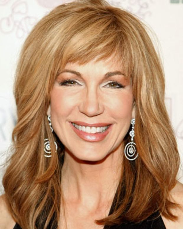 LAS VEGAS - FEBRUARY 28:  Television personality Leeza Gibbons arrives at the Bellagio for the 13th annual Power of Love gala to benefit the Cleveland Clinic Lou Ruvo Center for Brain Health February 28, 2009 in Las Vegas, Nevada.  (Photo by Ethan Miller/Getty Images) *** Local Caption *** Leeza Gibbons