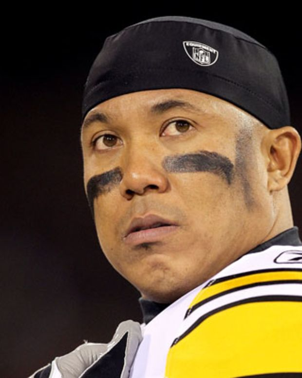 SAN FRANCISCO, CA - DECEMBER 19: Hines Ward #86 of the Pittsburgh Steelers watches the action from the sidelines during the game against the San Francisco 49ers at Candlestick Park on December 19, 2011 in San Francisco, California.  (Photo by Karl Walter/Getty Images)