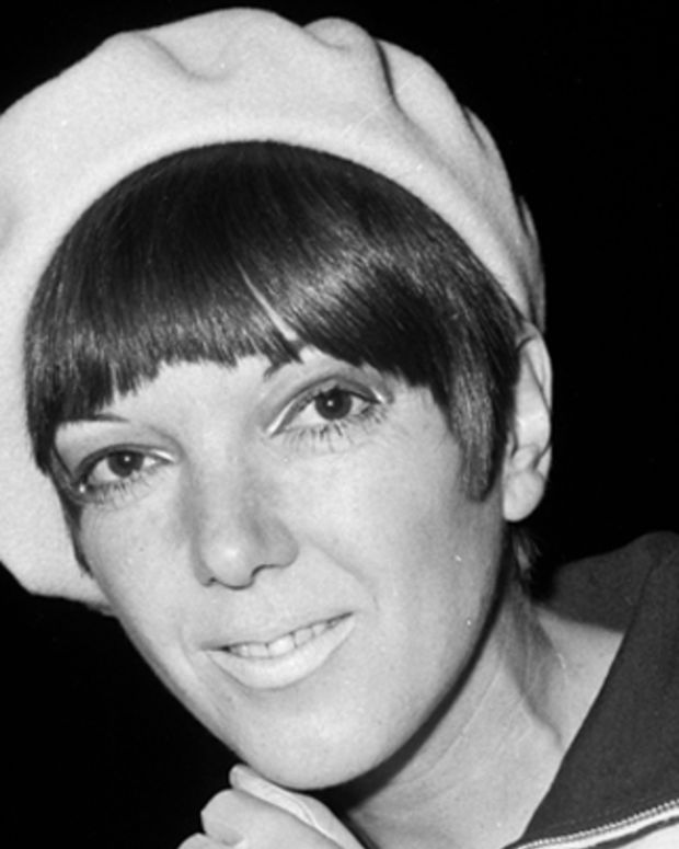 The Chelsea fashion designer, Mary Quant, arriving at Buckingham Palace where she will receive an OBE.   (Photo by Ted West/Getty Images)