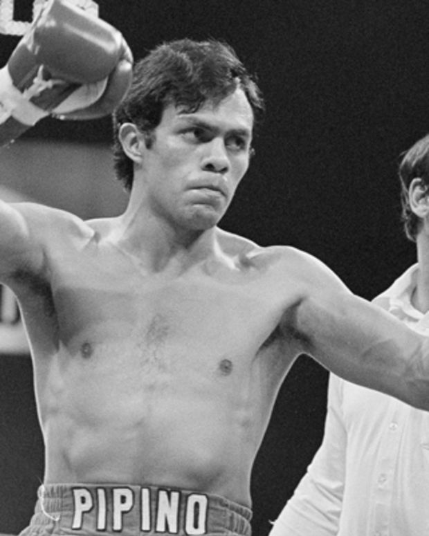Jose Cuevas raises his arms in victory after his first round win over Jorgen Hansen in the Houston Astrodome, June 25, 1981.  Referee is Mark Goodson.  (AP Photo)