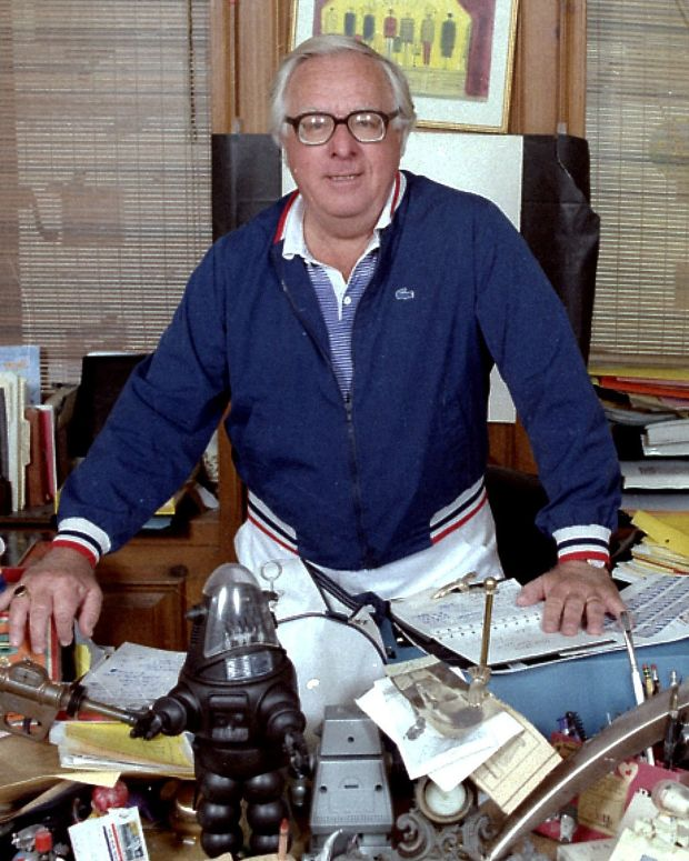 ray bradbury biography Ray bradbury will remain literature's favorite bogeyman when all is said and done, when all the pens have run dry and all the computers are unplugged despite an incredibly prolific career that .