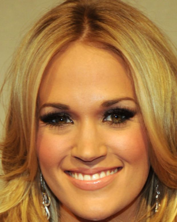 Carrie-Underwood-16730308-1-402