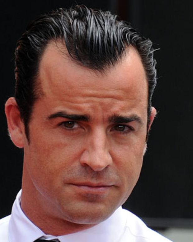 Actor Justin Theroux attends the Hand And Footprint Ceremony of his girlfriend actress Jennifer Aniston at Grauman's Chinese Theatre on July 7, 2011 in Hollywood, California. AFP PHOTO / GABRIEL BOUYS (Photo credit should read GABRIEL BOUYS/AFP/Getty Images)