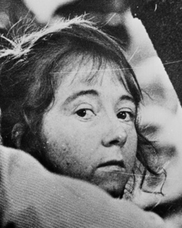 11th September 1975:  Lynette Fromme, a.k.a. Squeaky, an acolyte of Charles Manson, being led away after her failed attempt to kill President Ford.  (Photo by Keystone/CNP/Getty Images)