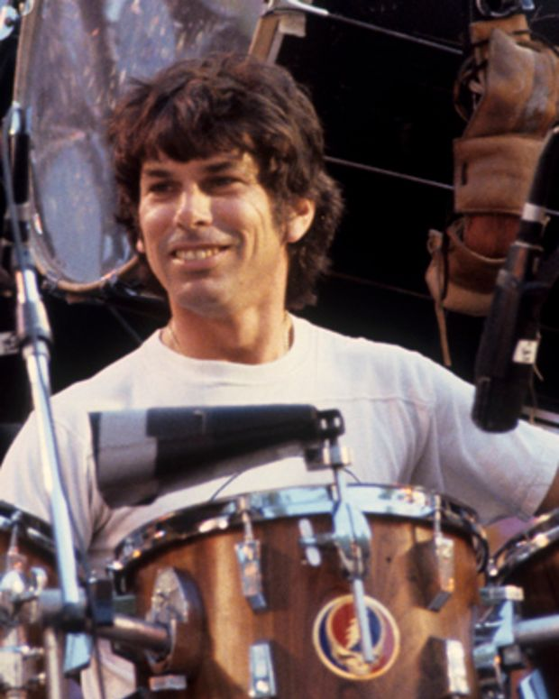 BERKELEY, CA-MAY 22: Mickey Hart performing with the Grateful Dead at the Greek Theater in Berkeley on May 22, 1982. (Photo by Clayton Call/Redferns)