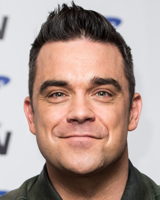 LONDON, ENGLAND - NOVEMBER 26: Robbie Williams attends a photocall to announce a forthcoming stadium tour for Summer 2013 in conjunction with Samsung at Soho Hotel on November 26, 2012 in London, England. Olly Murs is scheduled as special guest on all dates which are presented in association with Samsung. (Photo by Ian Gavan/Getty Images)