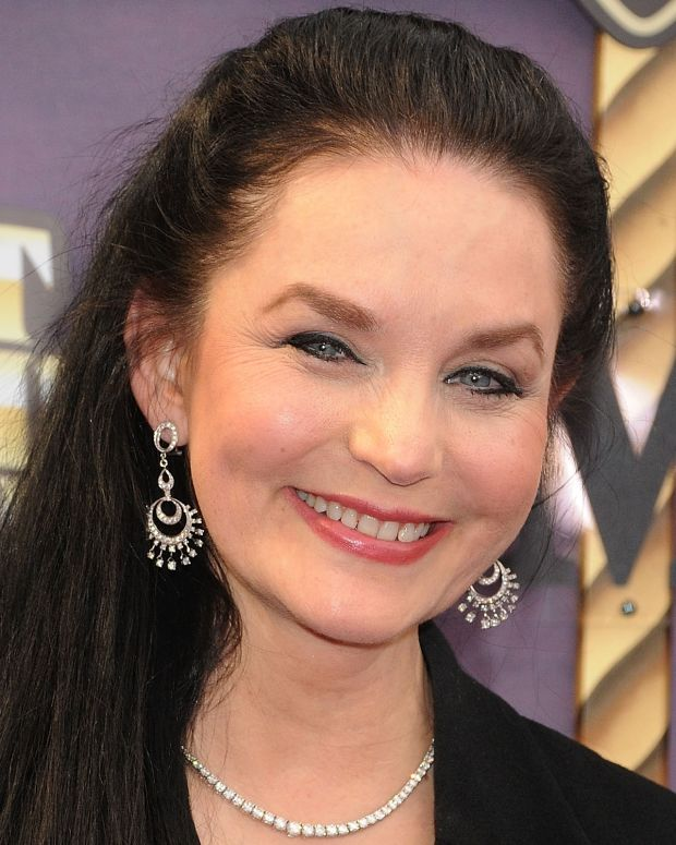 Crystal Gayle photo via Getty Images
