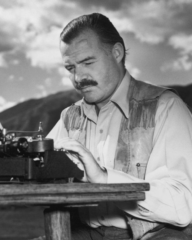 Ernest Hemingway - Mini Biography