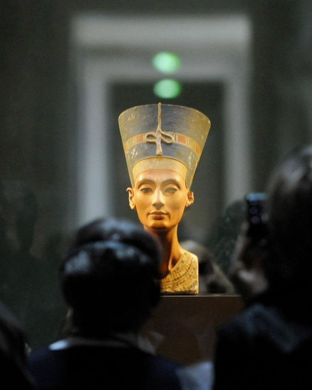 Nefertiti - Mini Biography