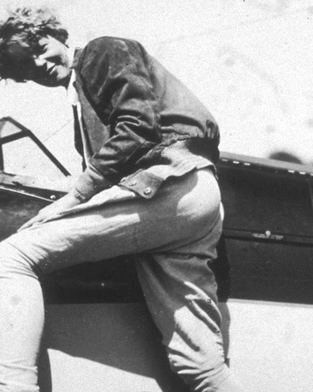 Amelia Earhart - Mini Biography
