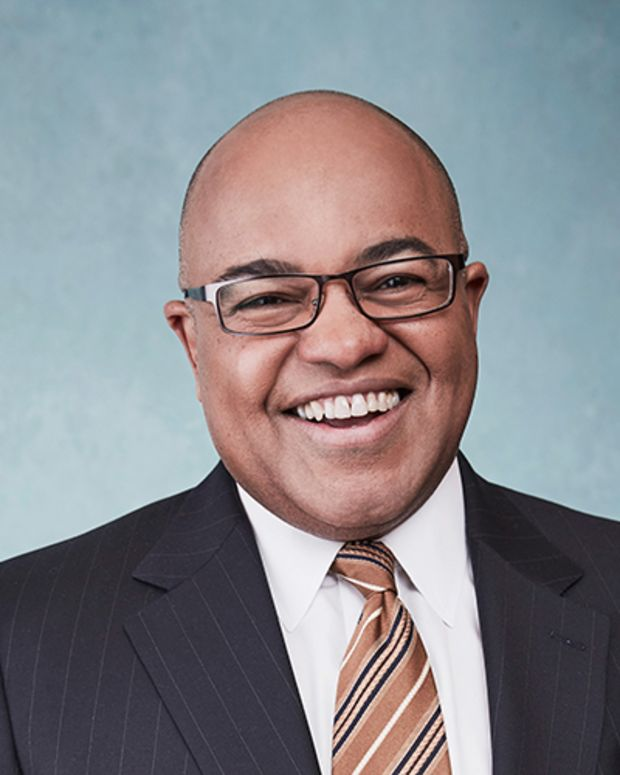 Mike Tirico Photo