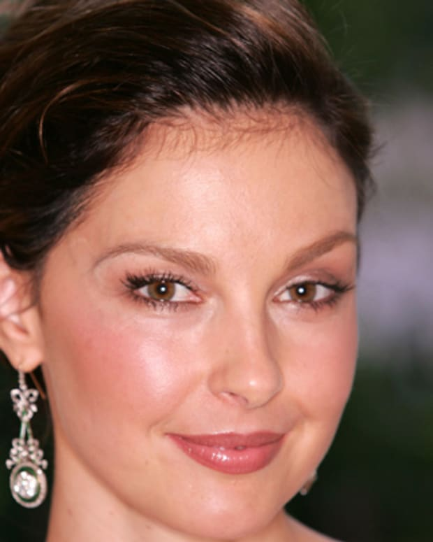 Ashley-Judd-9542328-1-402