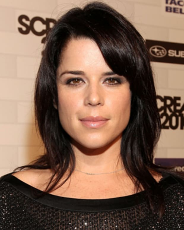 Neve-Campbell-16599896-1-402
