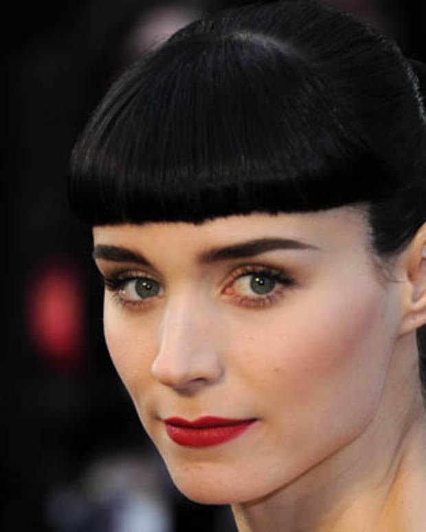 HOLLYWOOD, CA - FEBRUARY 26:  Actress Rooney Mara arrives at the 84th Annual Academy Awards at the Hollywood and Highland Center on February 26, 2012 in Hollywood, California.  (Photo by Michael Buckner/Getty Images)