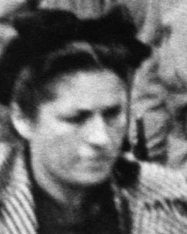 FILE-Photo taken in 1944 in Paris of Dora Maar, a painter and photographer who was a mistress of painter Pablo Pocasso, died at age 90, July 16, 1997,  in France.  Picasso met Maar in 1936 in Paris. (AP PHOTO/Lapi Viollet)