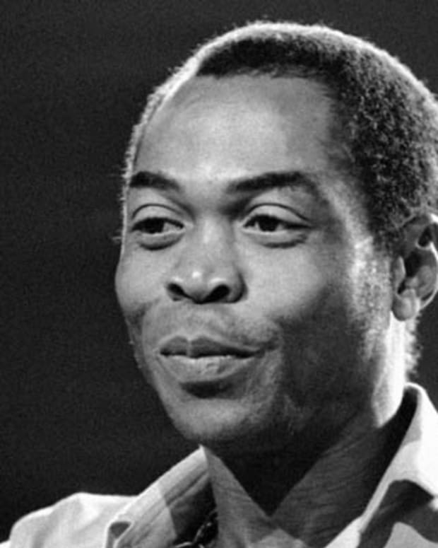 Nigerian musician and composer Fela Anikulapo Kuti performs on September 13, 1986 at the 'Party of Humankind' of the French Communist Party at La Courneuve in Paris, France. (AP Photo/Laurent Rebours)