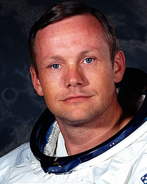 Neil-Armstrong-9188943-2-402