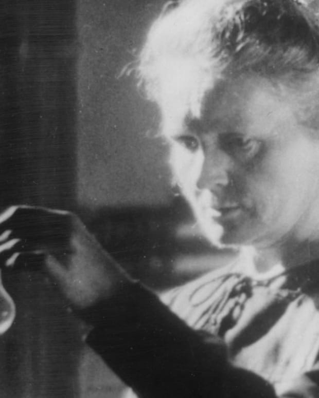 Marie Curie - Pioneering Scientist