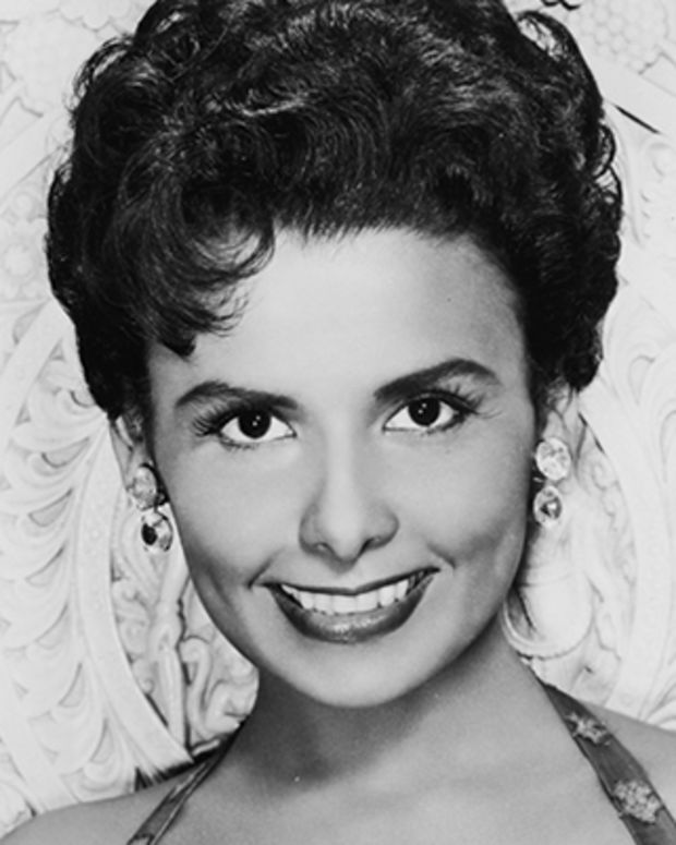 a biography of lena horne an american singer dancer actress and civil rights activist Lena horne (born june 30, 1917, brooklyn, new york, usa – died may 9, 2010,   usa) was an american singer, actress, dancer and civil rights activist who,.