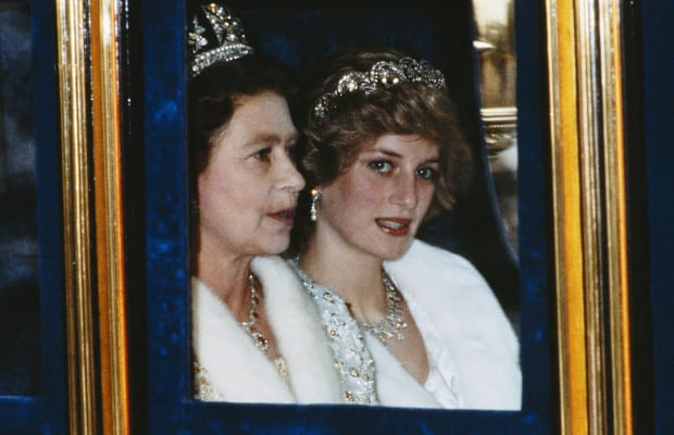 Princess Diana And Queen Elizabeth Ii The Tumultuous Relationship Between The Royals Biography