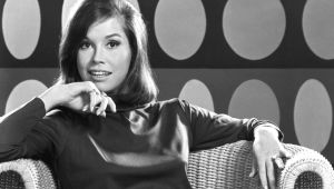 Mary Tyler Moore - From Gams to Glitz