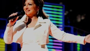 Gloria Estefan - Mini Biography