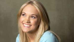 Carrie Underwood - Mini Biography