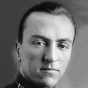 eddie rickenbacker from race car driver General information: born edward vernon rickenbacker in columbus, ohio, 1890 eddie, as he was known, was a successful race car driver before wwi, and at one time had proposed to form a flying squadron made up entirely of racing drivers.