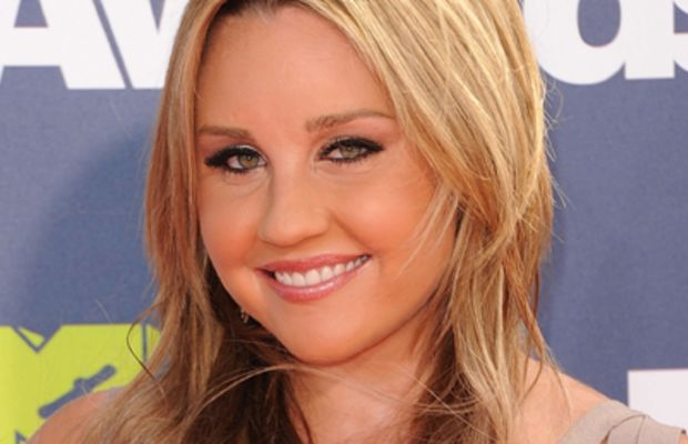LOS ANGELES, CA - JUNE 05:  Actress Amanda Bynes arrives at the 2011 MTV Movie Awards at Universal Studios' Gibson Amphitheatre on June 5, 2011 in Universal City, California.  (Photo by Jason Merritt/Getty Images)
