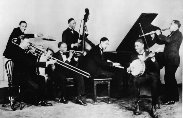 Jelly Roll Morton plays piano with his band The Red Hot Peppers, circa 1926. (Photo: Metronome/Getty Images)