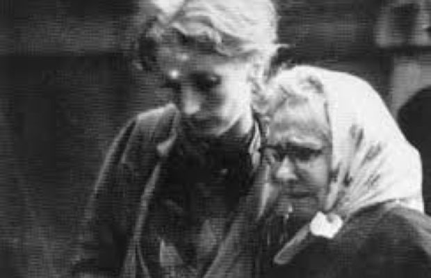Viva and Andy's mother, Mrs. Warhola, after Warhol was shot. (Photo: Courtesy Viva Hoffman)
