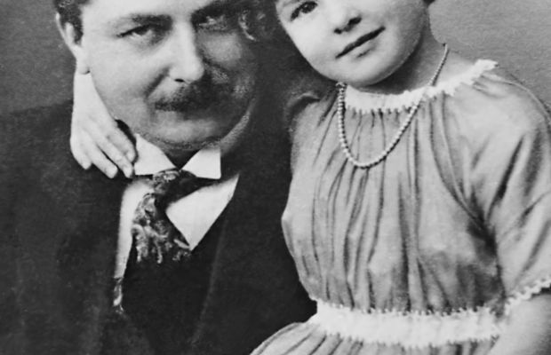 Swedish actress Ingrid Bergman with her father Justus Bergman circa 1920. (Getty)