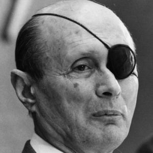 a biography of moshe dayan an israeli general and statesman Moshe dayan: from bed to battlefield a new biography of israel's most swashbuckling soldier-statesman happily succumbs to his charm.