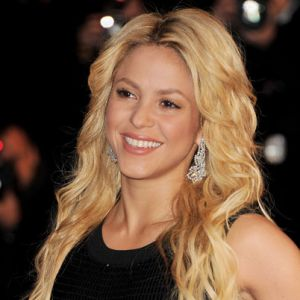 shakira biography Shakira biography-10 things you dont know about her 1 her father is a lebanese, while her mother is a spanish-italian 2 her full name is shakira isabel.