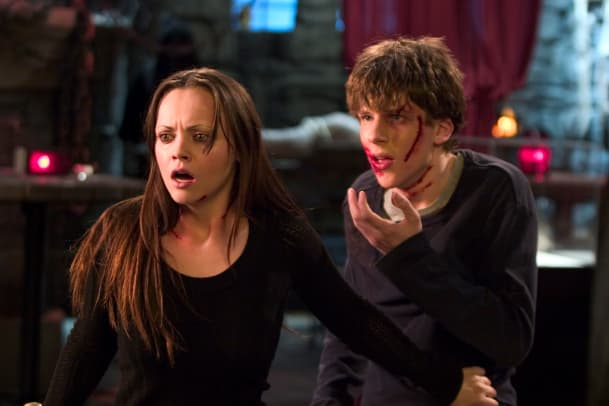 scream-queens-christina-ricci-raw