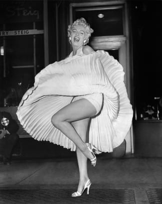 3f7e27dfb8ca Behind-the-Scenes of Marilyn Monroe s Iconic Flying Skirt (PHOTOS ...