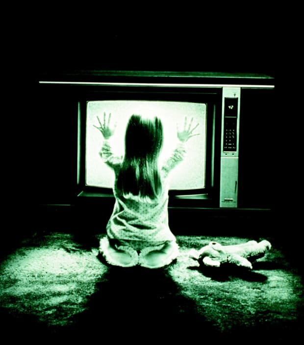 The Poltergeist Curse: 'It's Heeere   ' - Biography