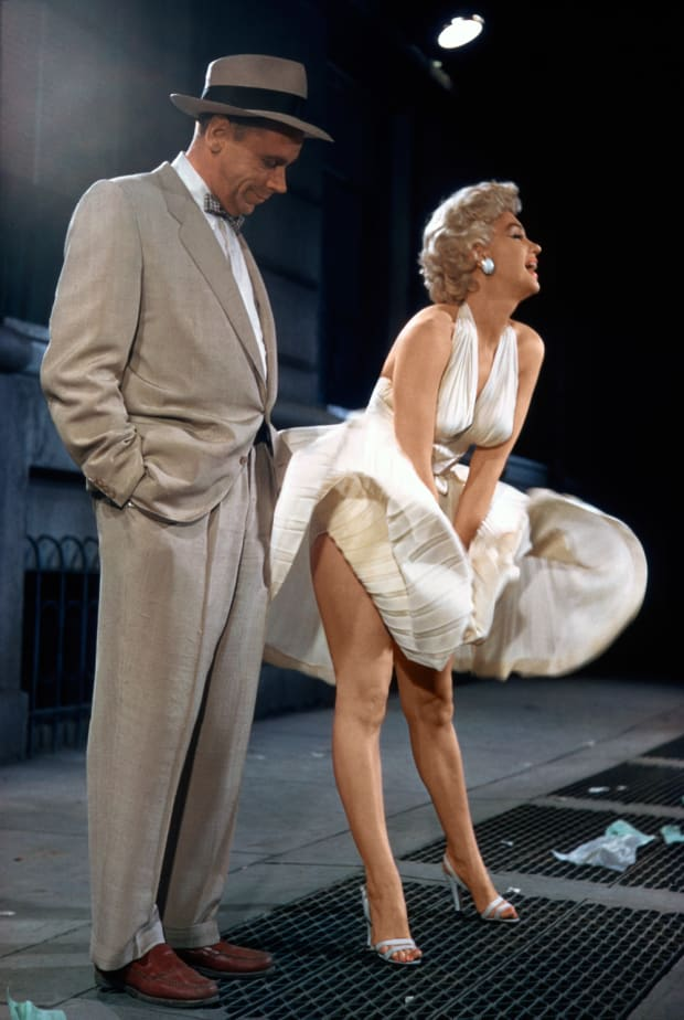 Behind-the-Scenes of Marilyn Monroe's Iconic Flying Skirt (PHOTOS ...
