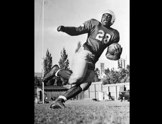 jackie-robinson-playing-ucla-football-1945-raw