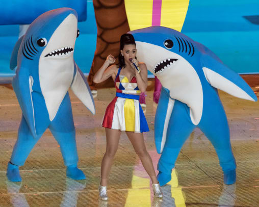 katy_perry_super_bowl_XLIX_halftime_02_2015_hurley_paton_wikimedia_commons.jpg