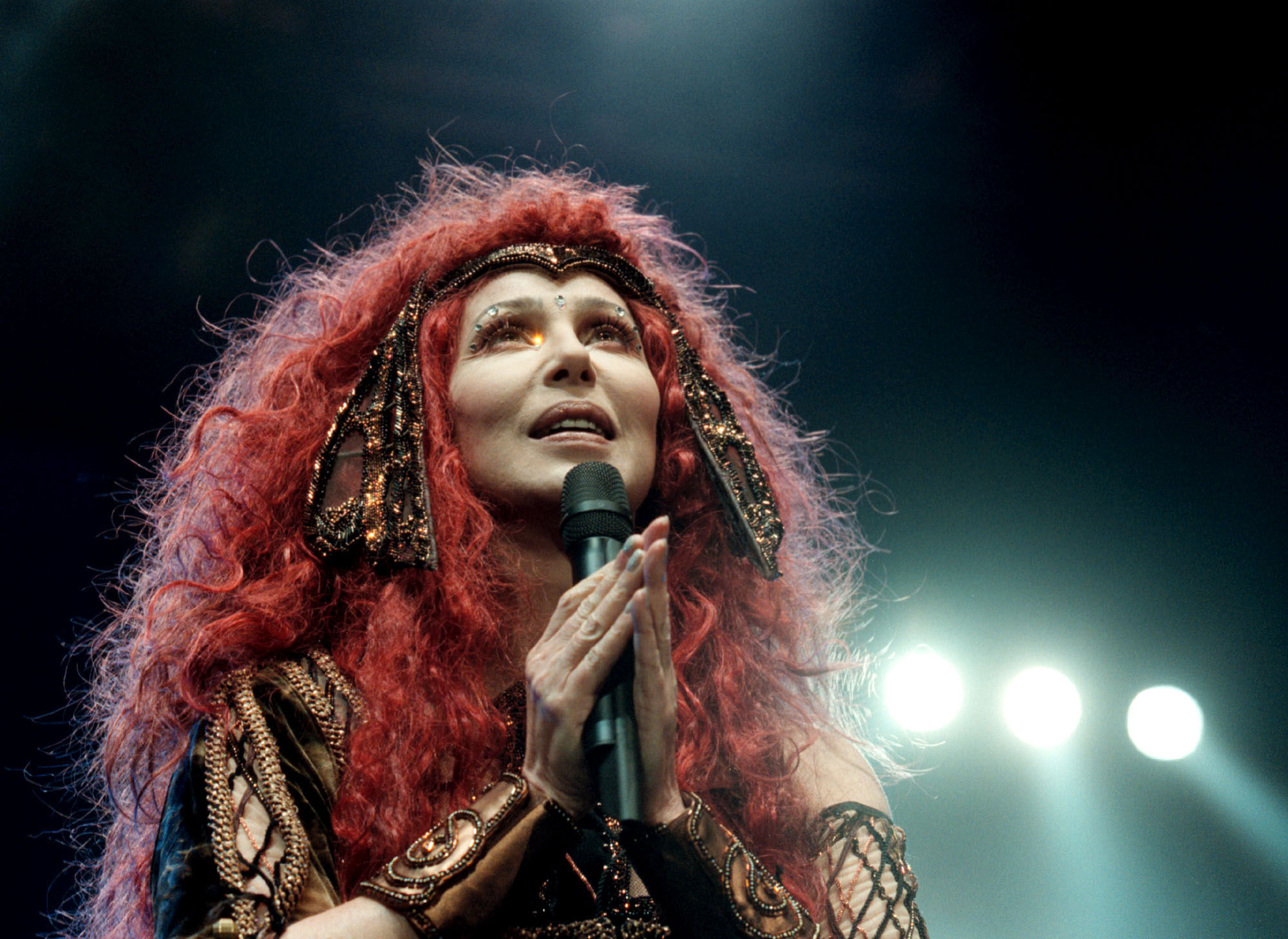 Cher wigs out at Stockholm's Globe Arena, 1999. (Photo: Tobias Roslund/Getty Images)