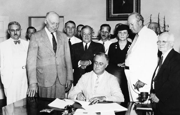 a look at franklin delano roosevelts new dea New deal or raw deal: how fdr's on amazoncom free shipping on qualifying offers a sharply critical new look at franklin d roosevelt's presidency.