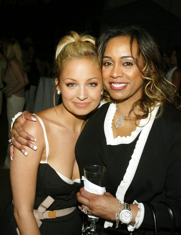 Nicole Richie and her mother Brenda Harvey in July 2004