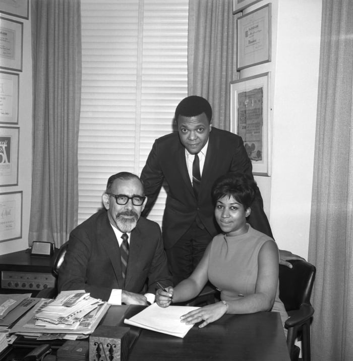 Aretha Franklin signs her contract with Atlantic Records (L-R Jerry Wexler, husband and manager Ted White and Franklin) on November 21, 1966, in New York City
