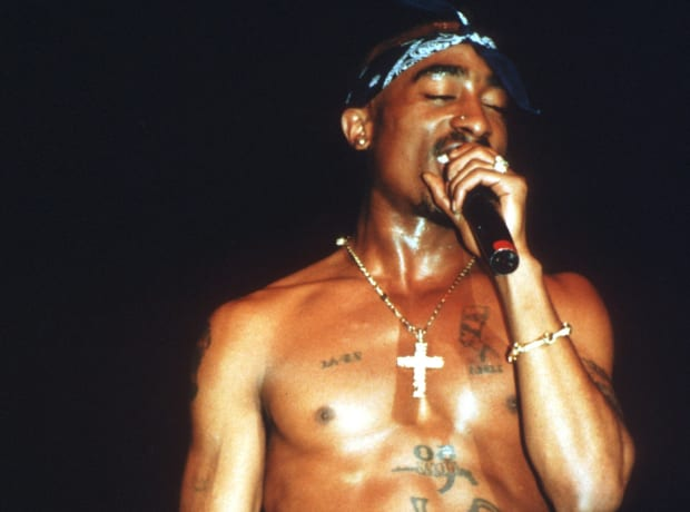 Selfie 'proves' iconic rapper Tupac Shakur is alive and ... |Tupac Performing