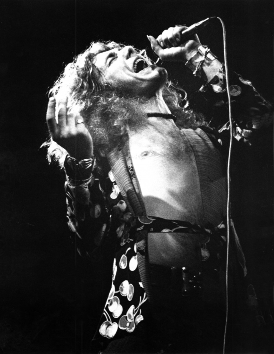 Robert Plant sings on stage in Germany in March 1973. (Getty)